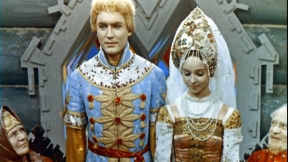 Natjenka (rechts) und Iwan (links) haben sich herausgeputzt.