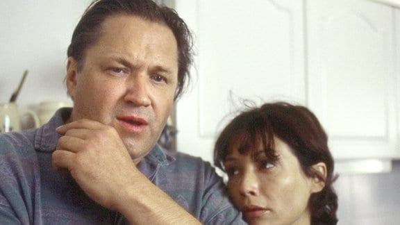 Das Ehepaar Hoffmann (Michael Brandner und Anke Sevenich) kann den plötzlichen Tod ihrer einzigen Tochter nur schwer verkraften.