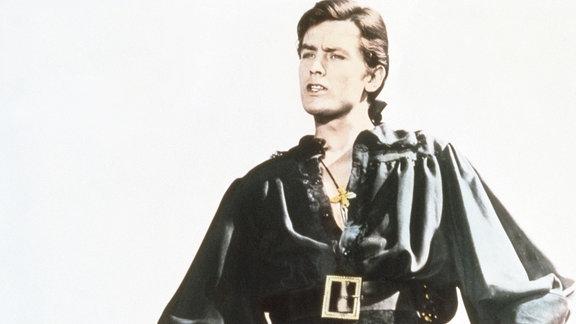 Julien de Saint Preux (Alain Delon) ist in das Schloss des Marquis de Vigogne eingedrungen, um seinen Bruder Guillaume zu rächen.