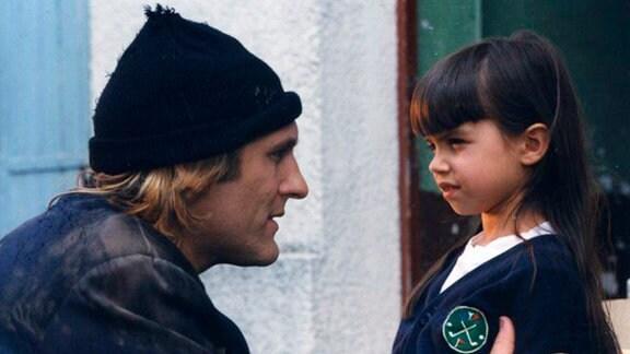 Jeanne (Anaïs Bret), nach dem Tod ihrer Mutter verstummt, sieht in dem früheren Bankräuber Lucas (Gérard Depardieu) einen zweiten Vater.