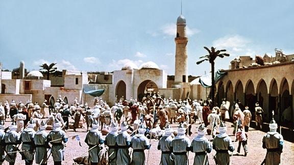 Die Menschen in Bagdad bringen sich vor den Soldaten in Sicherheit.