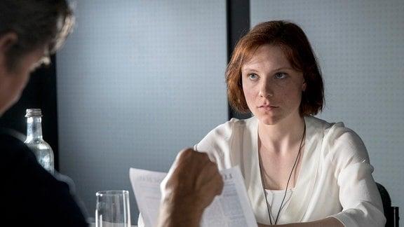 Was hat Ute Hansen (Isabel Bongard), die ebenfalls Mitglied der Sekte ist und offensichtlich eifersüchtig auf das Opfer war, mit der Sache zu tun?