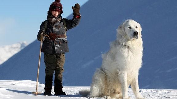 Der siebenjährige Waisenjunge Sebastian (Félix Bossuet) hat in dem Pyrenäenhund Belle einen treuen Freund gefunden.