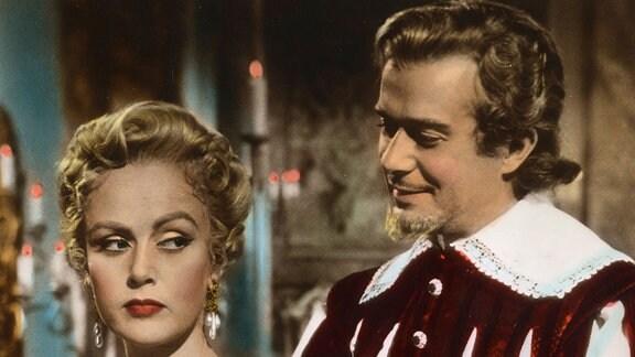 """Massimo di Montefalco (Massimo Serato), """"Der goldene Falke"""" genannt, soll Ines (Nadia Gray) vom verfeindeten Geschlecht der Della Torres heiraten."""
