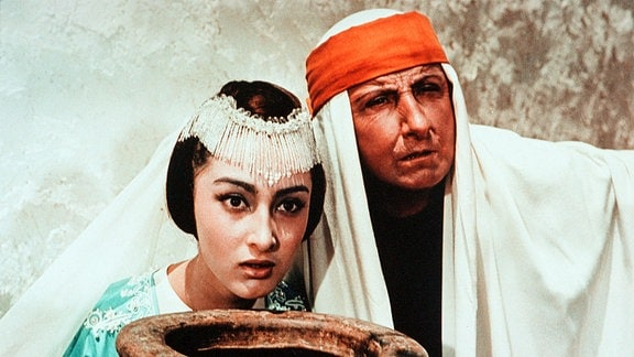 Prinzessin Budur (Dodo Tschogowadse), der Weiseste (Georgi Milljar).