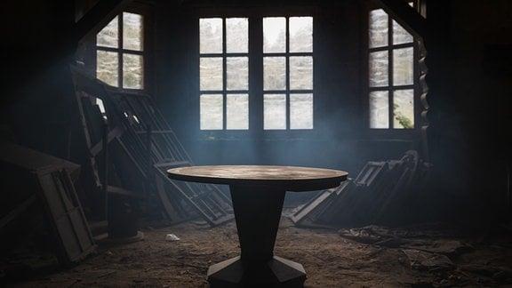 """Rasmussen-Villa in Zschopau: Tisch an dem mutmaßlich """"Audi"""" gegründet wurde."""