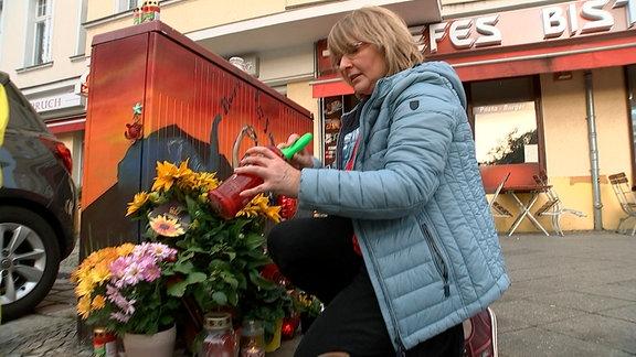 Die Tochter von Susanne H., Johanna (22), wartete als Fußgängerin an einer Ampel, als von der Polizei verfolgte Diebe mit dem Auto über die Kantstraße in Berlin-Charlottenburg rasten.