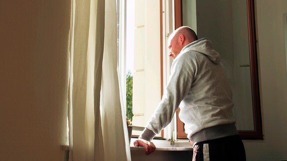 Markus Karde, Leipzig, am Fenster.