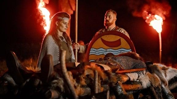 Die Verbrennung der Toten war im frühen Mittelalter eine Besonderheit der slawischen Heiden. Zu jener Zeit haben die Christen ihre Verstorbenen begraben und andere Riten strikt verboten. Archäologen ziehen aus fehlenden Grabfunden Rückschlüsse auf die damalige Besiedlung.