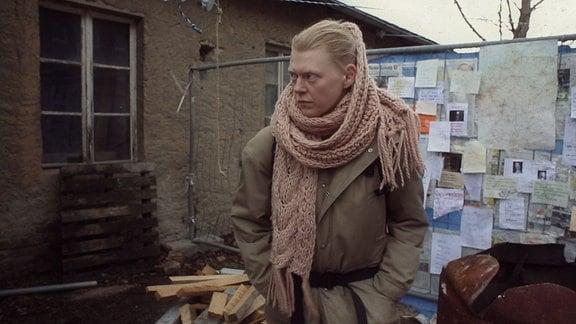 Ohne Netzstrom haben Sonja (Sonja Schrader) und die anderen Bewohner der Großstadt neue Routinen und Beziehungen etabliert.