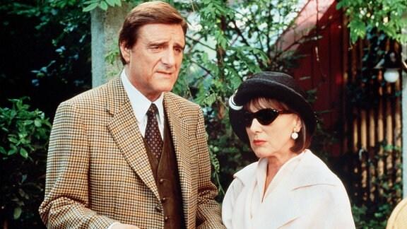Der Hotelier Ludwig König (Helmut Fischer) befürchtet, dass seine Schwester Nane (Heidelinde Weis) einem Heiratsschwindler auf dem Leim geht.
