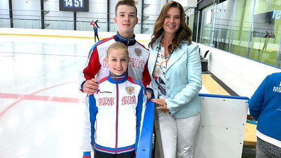 Katarina Witt mit dem Eiskunstlauf-Nachwuchs im Eisstadion Chemnitz