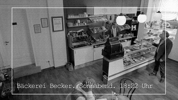 """Trainer Baunerfeld (Jockel Tschiersch): """"Die Kamera sollte auf den Eingangsbereich gerichtet sein. Sie sollen ja schließlich nicht ihre Mitarbeiter überwachen."""""""