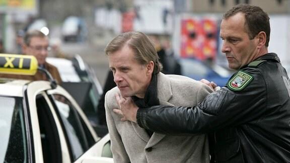 Jacobs (Axel Wandtke) wird festgenommen.