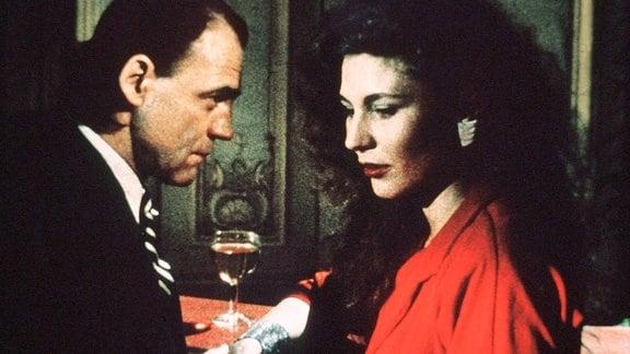 Marion (Solveig Dommartin) und Damiel (Bruno Ganz)