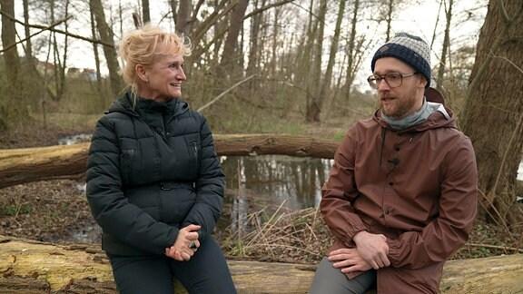 Richard Zschech und seine Mutter diskutieren über die Coronamaßnahmen der Regierung