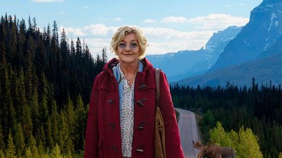 Die Weltenbummlerin Henni (Saskia Vester) auf Auslandsmission in Kanada.