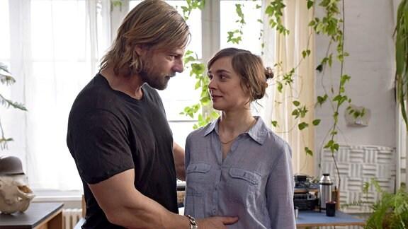 Marit (Maja Schöne) bekommt ein Baby von ihrer Affäre Christian (Henning Baum).