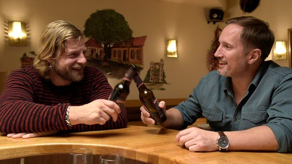 Rivalitäten schnell abgelegt: Jonas (Benno Fürmann) und Christian (Henning Baum) verstehen sich gut.