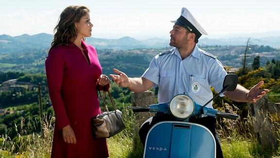 Der Polizist Roberto Rossi (Leonardo Nigro) und die angehende Rechtsmedizinerin Malpomena (Katharina Wackernagel).