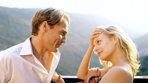Der wohlhabende Rechtsanwalt Paul (Pierre Besson) hat sich in die verführerische Marie (Eva Hassmann) verliebt.