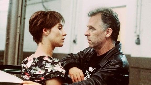 Iris Karsubke (Annett Kruschke), Kommissar Grawe (Andreas Schmidt-Schaller).