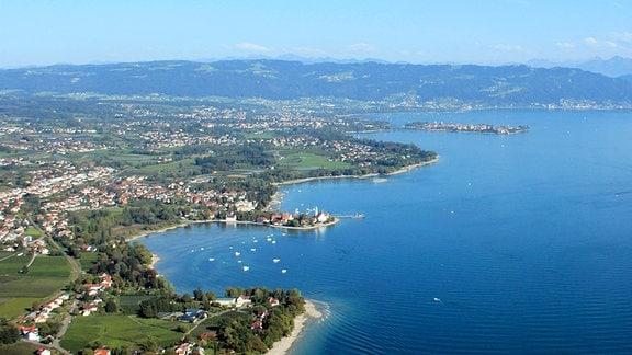 Blick aus einem Flugzeug über den Bodensee.