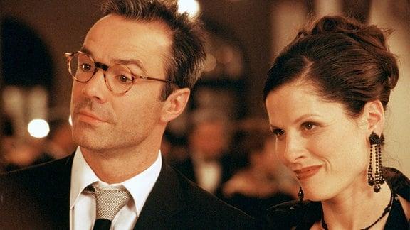 Konrad (Hannes Jaenicke) und seine Ehefrau Barbara (Heidrun Gärtner).