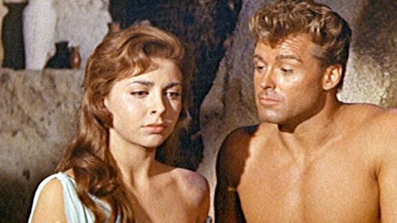 Ursus (Ed Fury) lebte bisher allein unter Löwen. Mit der Sklavin Annia (Mary Marlon) erlebt er seine erste Liebe.