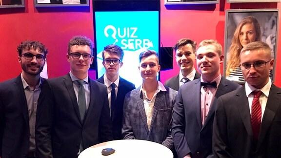 """Gruppe junger Männer der Initiative """"Serbska murja"""""""