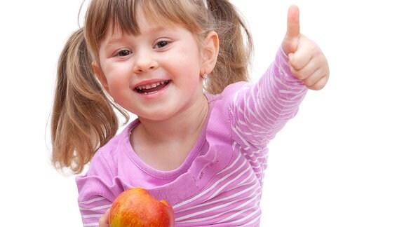 Dundak złote jabłuko (Ein Mädchen mit einem Apfel in der Hand).