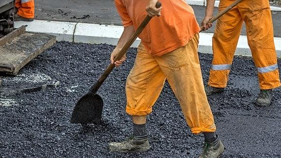 Bauarbeiter beim Straßenbau