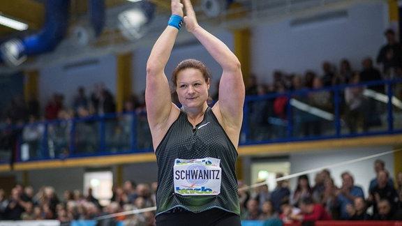 Christina Schwanitz beim Kugelstoßen