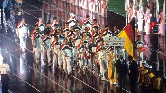Einmarsch des deutschen Kaders bei der Leichtathletik WM 1991 in Tokio