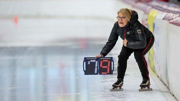 EISSCHNELLLAUF - Gunda Niemann-Stirnemann am 09.11.2019 während der Internationalen Deutsche Meisterschaft Eisschnelllauf Einzelstrecke - 1000m