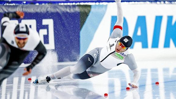 Eisschnellläufer Nico Ihle stürzt