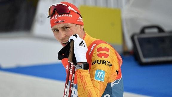 Eric Frenzel im Ziel, schaut enttäuscht.