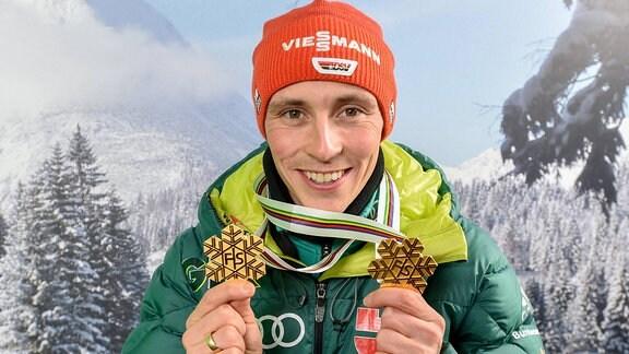 Eric Frenzel mit seinen beiden Goldmedaillen