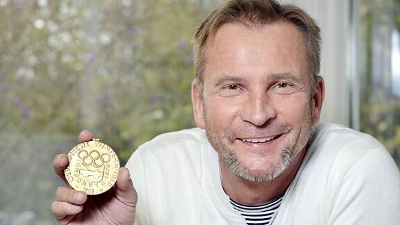 Hans Georg Aschenbach mit der Goldmedaille.