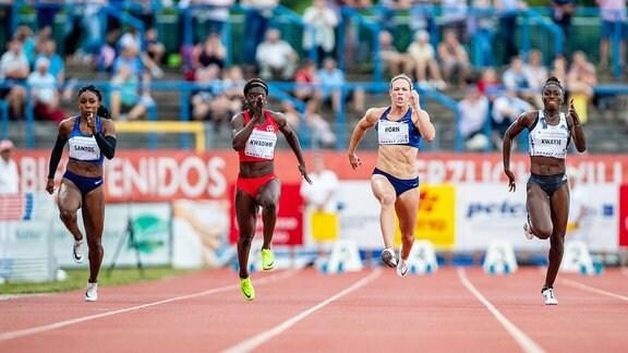 100m Frauen - Rosangela Santos (Brasilien), Yasmin Kwadwo (TSV Bayer 04 Leverkusen), Carina Horn (Suedafrika), Lisa-Marie Kwayie (Neukoellner SF)