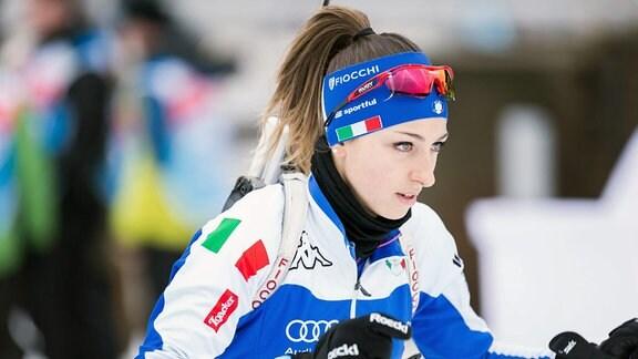 Biathletin Lisa Vittozzi (ITA, Italien) auf der Strecke.