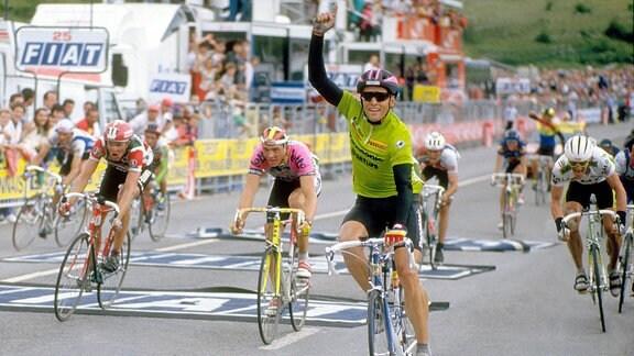 Olaf Ludwig bejubelt Tagessieg 1990