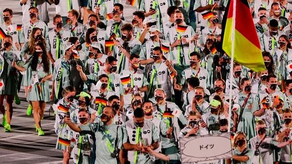 deutsche Athleten bei der Eröffnungsfeier in Tokyo