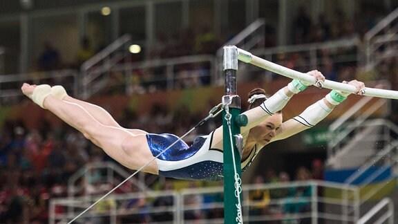 Sophie Scheder (GER/TuS 1861 Chemnitz-Altendorf), Kunstturnen, Finale am Stufenbarren der Frauen in der Rio Olympic Arena, Rio.