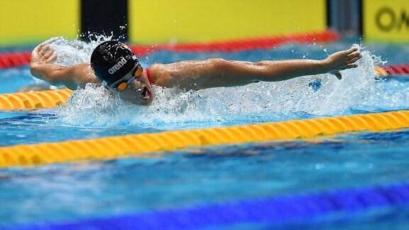 Schwimmerin Franziska Hentke im Becken.