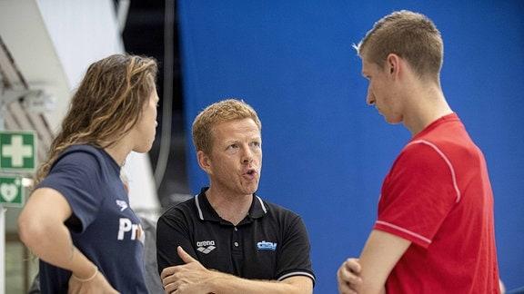 Sarah KOEHLER (Köhler) (SG Frankfurt), Ihr Trainer Bernd BERKHAHN (GER/ DSV Team-Chef Schwimmen) und Florian WELLBROCK (SC Magdeburg), Finale 800m Freistil der Maenner, am 02.08.2019 Deutsche Meisterschaften