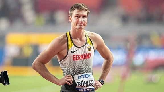 Thomas Röhler schaut enttäuscht nach der Qualifikation im Speerwerfen der Männer.