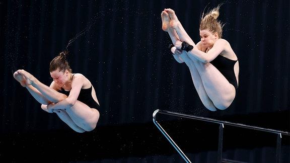 Tina Punzel und Christina Wassen während des Finales im Synchronspringen in Tokyo.