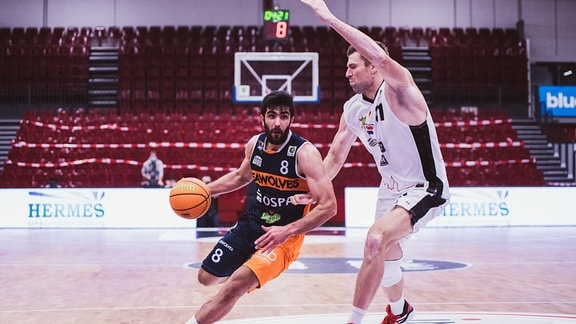 Behnam Yakhchali Dehkordi Rostock Seawolves, 8 und Robert Oehle Artland Dragons, 31