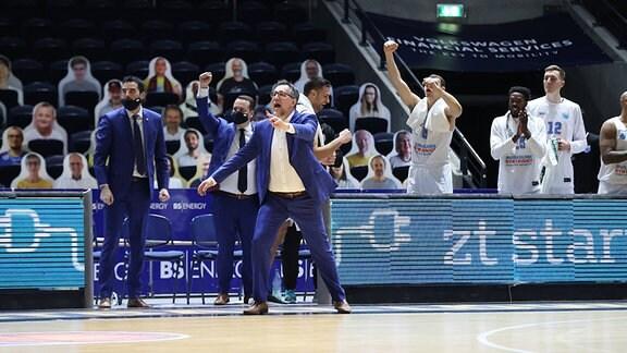 Silvano Poropat und sein Team feiern den Sieg